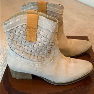 Gray leather Boots size 6